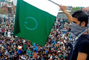 Srinagar: A masked supporter of  Chairman of Hardline Faction of Hurriyat Conference Syed Ali Shah Geelani waves Pakistani flag during a rally in Srinagar on Wednesday. PTI Photo by S Irfan  (PTI4_15_2015_000170B)